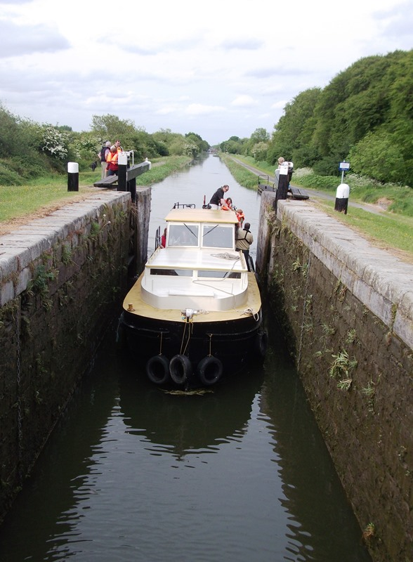 4 Barge entering Lock 15 by EOL