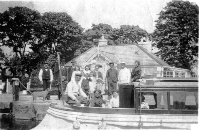 04 Steam Launch above Lowtown Lock outside Agents House with Lockkeeper Murtagh Murphy Sr on the left c 1912 © Conroy Collection