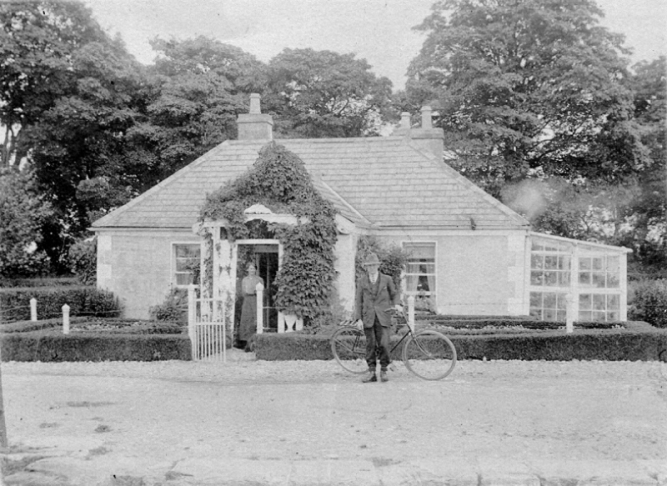 07 PJ Murry the GCC Agent and Mrs Murry at Agents House Lowtown 1 © Conroy Collection