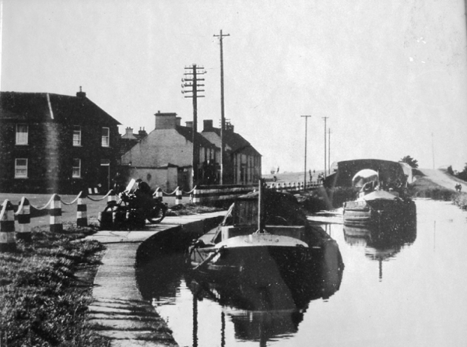 10 71M and another barge at Robertstown 1950s © Conroy Collection