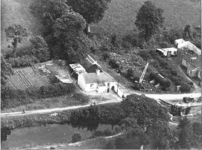 17 Aerial view of Lowtown Lock c 1960 © Conroy Collection