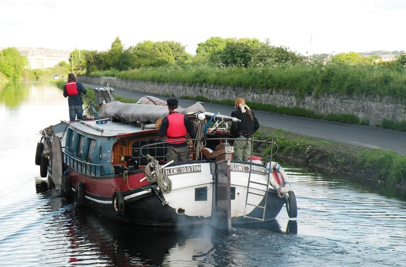 2012 0604 Royal Canal Nieuwe Zorgen and crew by D Woolhead  DSCN3483