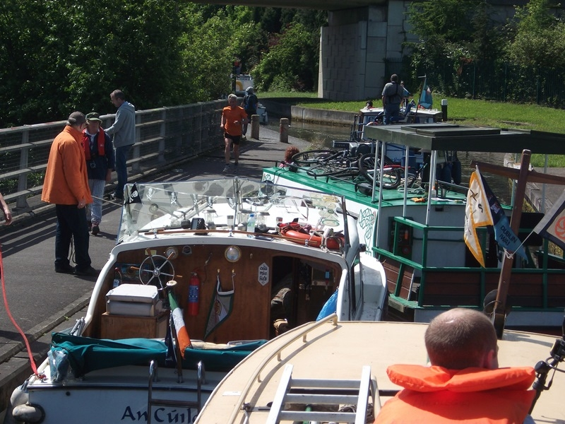2012 0604 Royal Canal waiting for lock over M50 at Castleknock by EOL 029