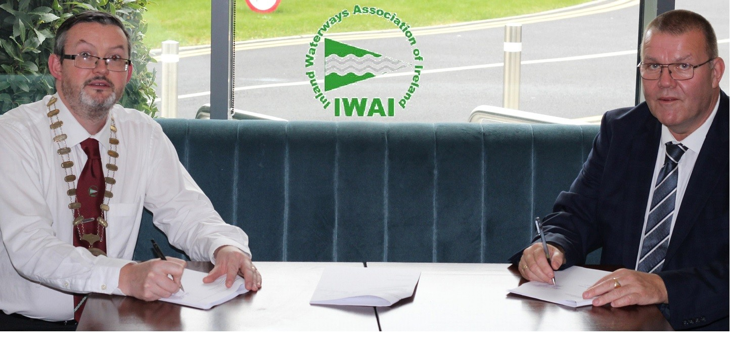 President and Secretary of IWAI signing Dunrovin contract for new build of RNLI lifeboat station and IWAI clubhouse